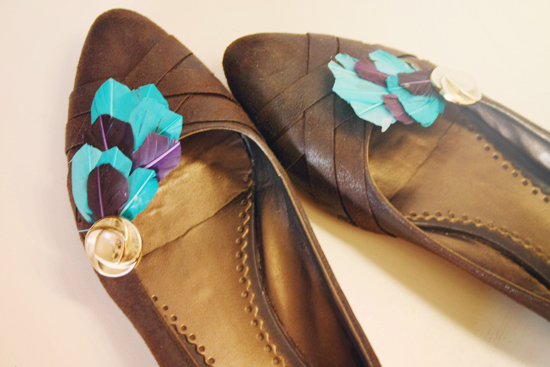 DIY feather shoe clips
