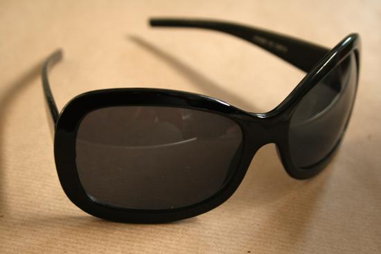 diy polka dot sunglasses before