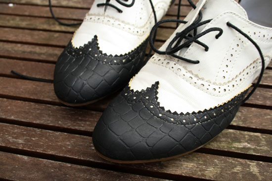 Those of you who are following me on Facebook and/or Twitter have already seen a little preview of these fabulous vintage style shoes