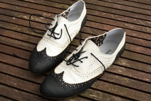 diy vintage painted shoes