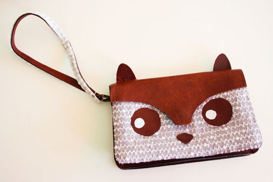 DIY - Cute animal purse tutorial. Make a this cute bag out of a thrifted bag and some lace curtain! @ By Wilma