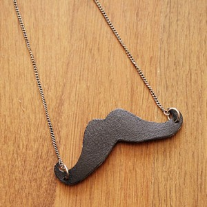 DIY - Leather mustache necklace tutorial small