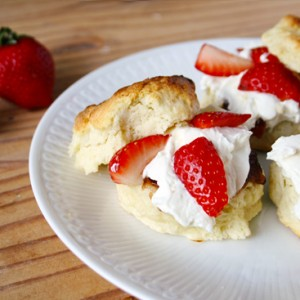 Scones with strawberries and 'clotted cream'