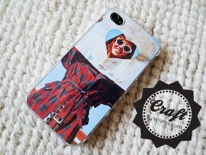 DIY - How to make a iPhone photo case. This really is the easiest and quickest way to make an iPhone photo case!
