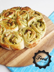Delicious stuffed pesto bread with chicken, red onion and pine seeds @By Wilma