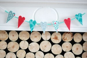 Create a cute DIY heath garland with scrap pieces of MDF, some pretty paper and straws!