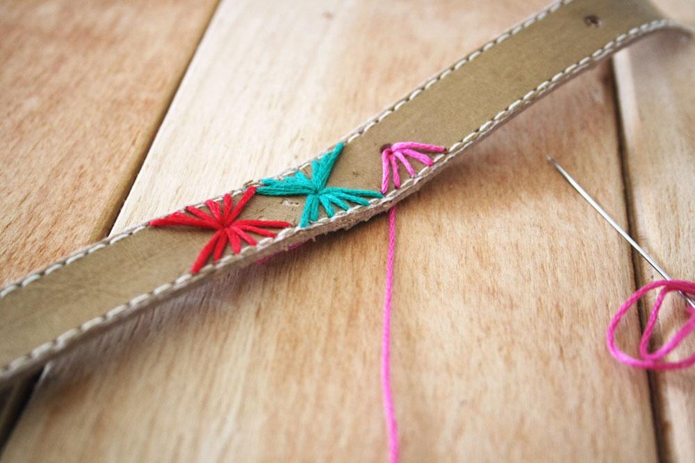 DIY - Bracelet from a recycled belt