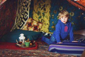 Bohemian blanket fort. A super pretty boho tent for adults! #DIY #blanketfort #tent #boho #bohemian