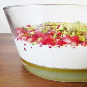 Recipe - Greek yogurt with pomegranate and pistachio