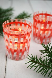 DIY project: How to make candle holders with a cute plaid pattern for Christmas! #DIY #Craft #Christmas