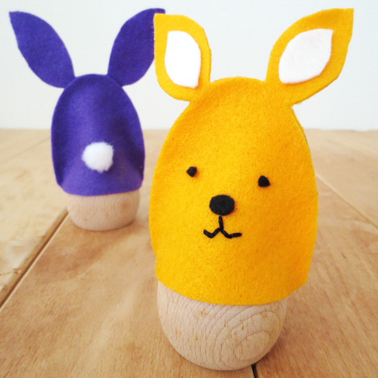 DIY - No sew Easter bunny egg cozies. Including pdf pattern and step by step picture instructions.